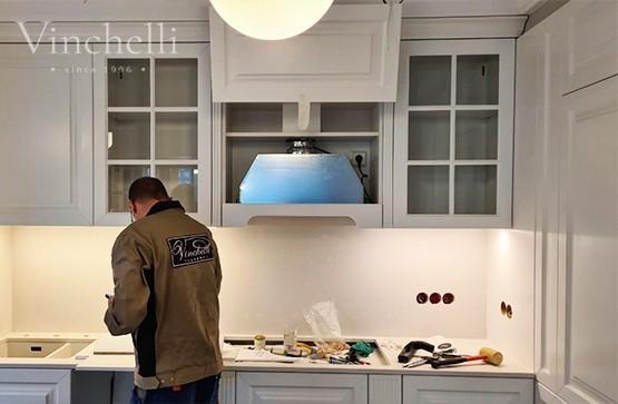 Завершен монтаж белой современной кухни на заказ
