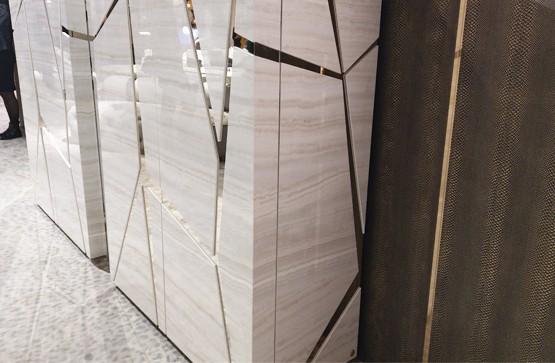 Роскошь и сияние глянца: элитные двери и мебель Vinchelli с многослойной глянцевой полировкой