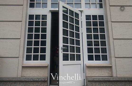Теплые и надежные входные двери из дерево-алюминия: новый проект Vinchelli