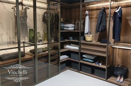 Тренд в оформлении гардеробных: сочетание дерева и стекла